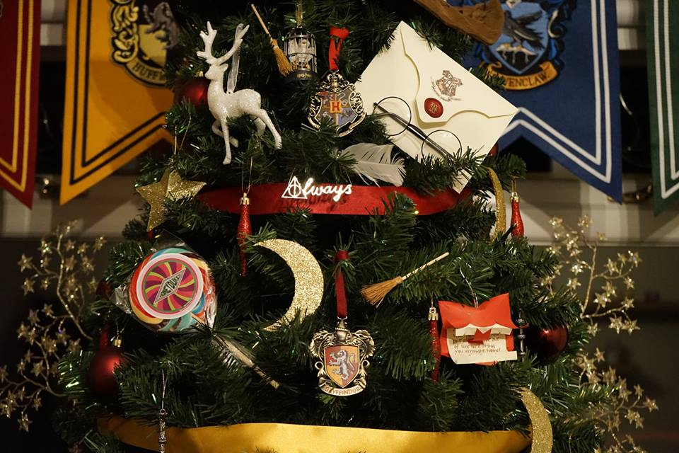 harry potter christmas details - Harry Potter Christmas Decorations
