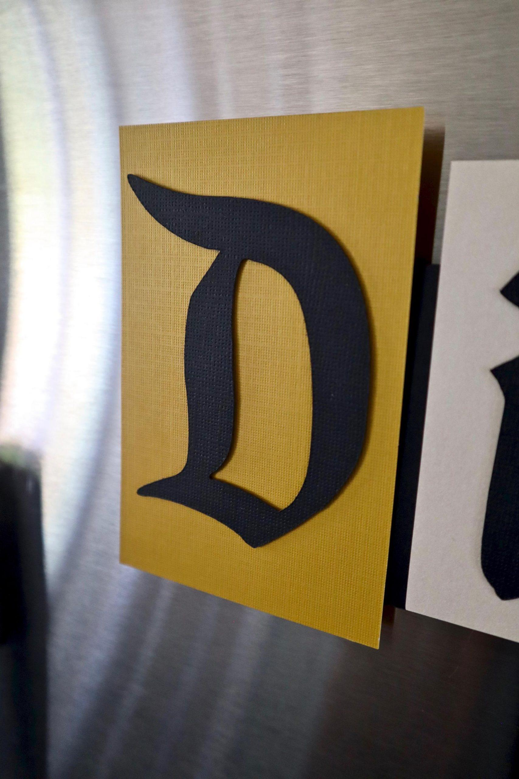 Diy Disneyland Wall Sign Or Magnet Disney Cricut Projects Popcorner Reviews